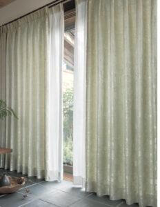 新しいカーテンへ取り替え施工(縁のローカ)